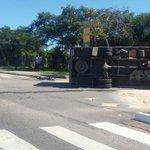 Colisão entre carro e caminhão próx Shopping Iguatemi #floripa http://t.co/czNyyPJFVr Pelo WhatsApp (48) 9161-0208 http://t.co/pSz8Vi2k09