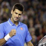 Novak #Djokovic tombe #Muller ! Victoire plutôt pépère du Djoker 6-4 7-5 7-5 qui rejoint #Raonic en 1/4 #AusOpen http://t.co/lBR5KszrHR