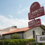 25 classic restaurants every Austinite must try: http://t.co/ShhkCbVFty http://t.co/6FYmx9gO40