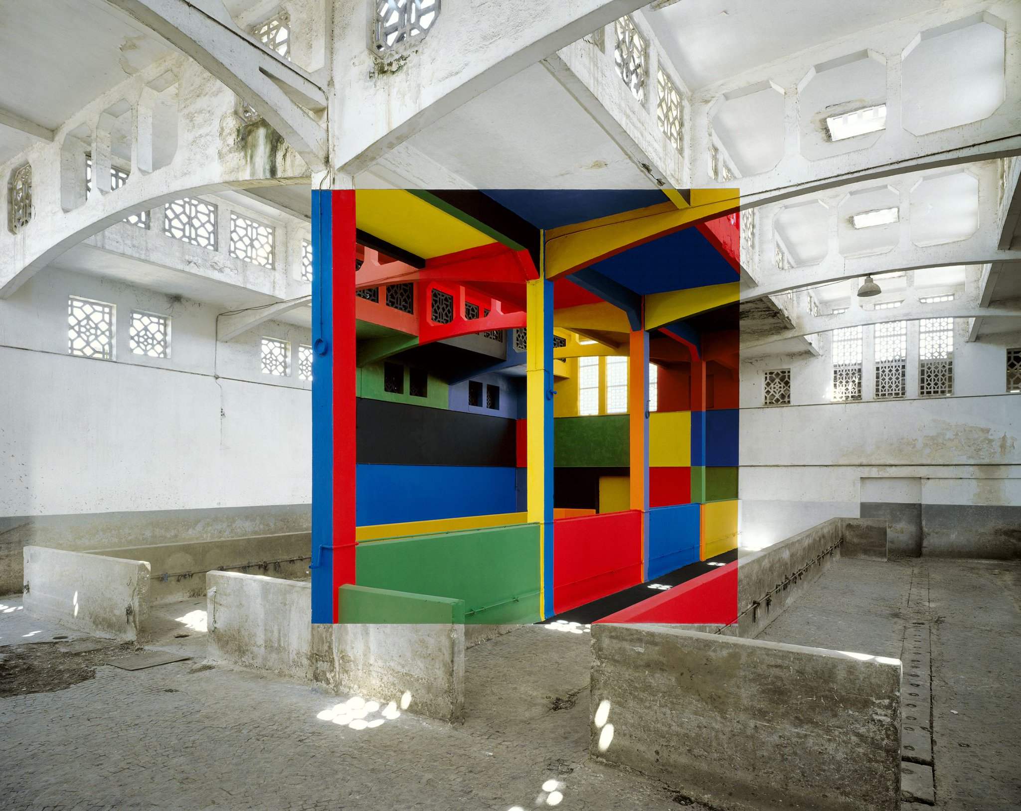 This room is NOT photoshopped. Made by the artist Georges Rousse, France. http://t.co/e3nCL7BUJt
