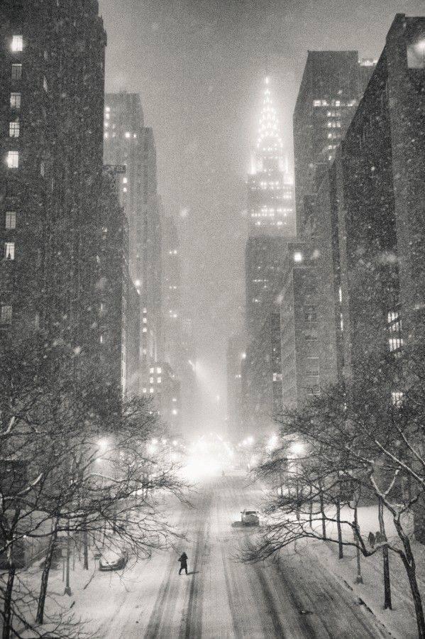 Chrysler Building #Manhattan in snow #NYC #photo rt @GWPStudio http://t.co/GNZnfTM936