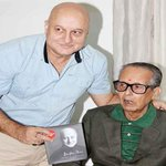 RT @akash207: @AnupamPkher I am sure, this would be Framed forever! RIP RK Laxman! http://t.co/sByZfvw42g
