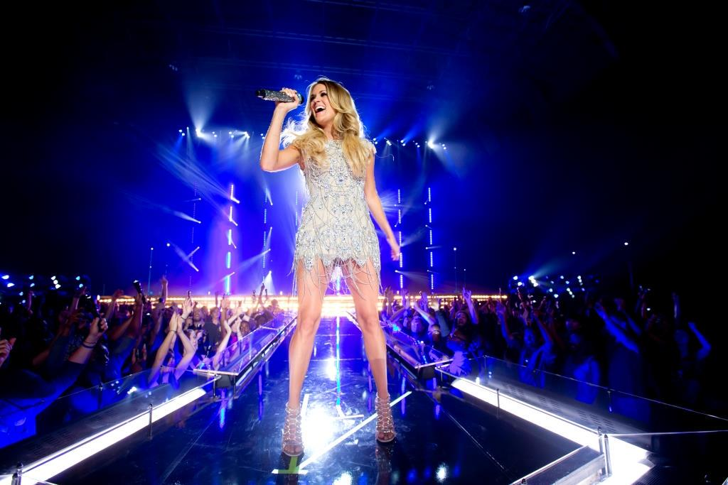 """.@carrieunderwood to Perform Special """"Waiting All Day For A Super Bowl Fight"""" Feb. 1 on NBC: http://t.co/kKN6kSuV4Q http://t.co/tFyhaKcYqV"""