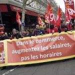 Paris: Plusieurs milliers de salariés défilent contre la loi Macron http://t.co/MAClSy1qzR http://t.co/fNJhS7nAzK