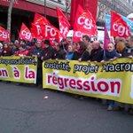 Plusieurs milliers de salariés défilent contre la loi Macron à Paris http://t.co/gOme6POvD8 #AFP http://t.co/SBhGS7WgKT