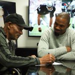 The Twitter world reacts to the Raiders re-signing of future Hall of Famer Charles Woodson: http://t.co/efDy3jm0NK http://t.co/zPxthBrzpk