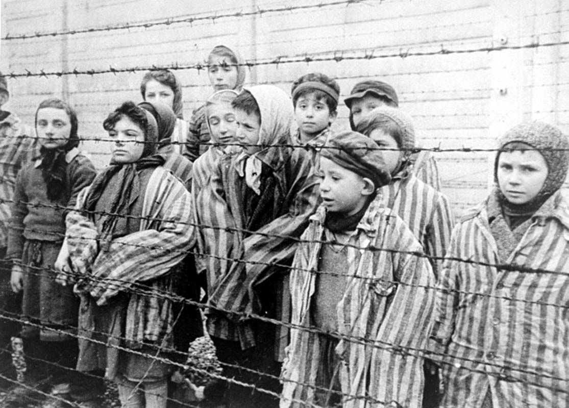70y ago today, @AuschwitzMuseum was freed. Jan 27 is #Holocaust Remembrance Day http://t.co/s4BWiWqsF0 #WorldHeritage http://t.co/z5qZoVGuL9