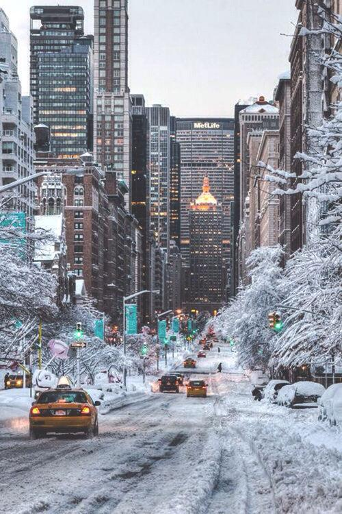 This just in: NYC is closed tonight ;) Stay safe & warm in the snow!!! #snow #storm #juno2015 http://t.co/XgKwLGBcxj