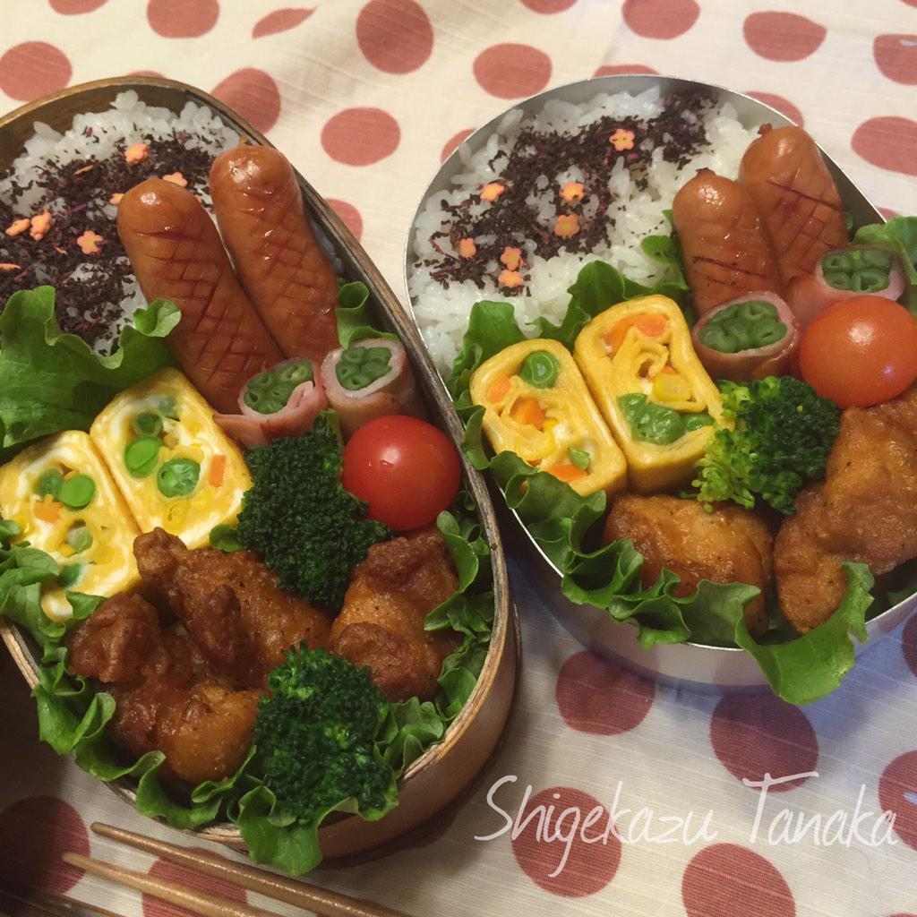 おはようございます。 1月27日、日の出は7時ジャスト、まだ暗い大阪です。 今日の親父弁当は、唐揚。 カラフル玉子焼き、ウインナー、いんげんベーコン。 今日も明るく元気にいきましょう! #おはよう #お弁当 #親父弁当 http://t.co/tCo0UjRtwn