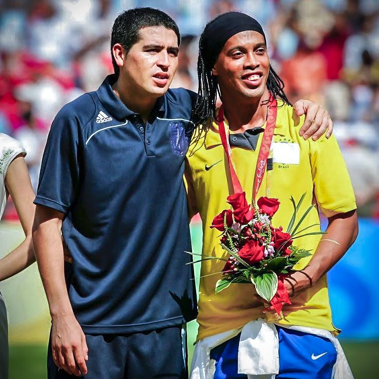 Mais um grande jogador que está deixando os gramados! Juan Roman Riquelme, foi um prazer jogar contigo parceiro! http://t.co/GrWN0u2Gxg