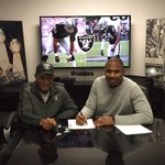 Hall of Fame CB Willie Brown signs Charles Woodson back for the 2015 season. http://t.co/ftSYORz6y2