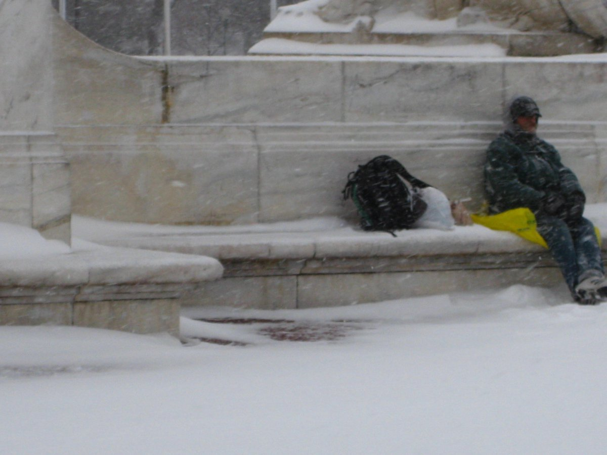 Some homeless people braved the elements rather than going to a shelter. (@verdadesofenden/Twitter