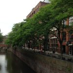 Police dismiss myth of serial killer stalking Manchesters canals after meeting professor http://t.co/8leCUywUKC http://t.co/eYsrCfQ9Ze