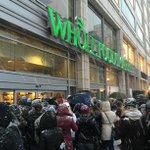 """""""RT@stinos: De situatie voor de deur van een supermarkt op Union Square https://t.co/RtyBVdMNSP #hamsteren"""" #Snowmageddon2015"""