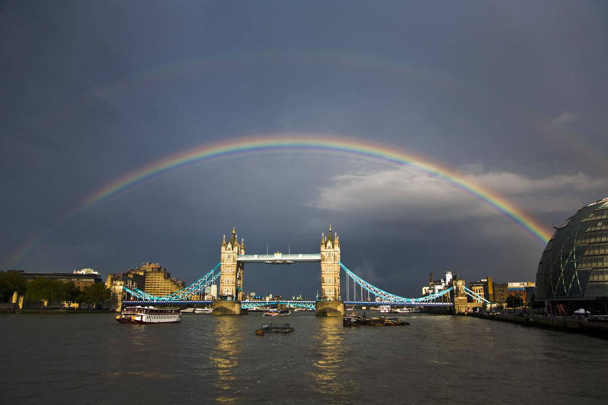 Double rainbows don't happen every day. Neither does this: http://t.co/nXo5prTA1T. RT if you love #London http://t.co/gVKvsKfyzC