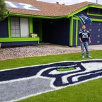 A Seahawks fan in Arizona paints his house and lawn in team colors before #SB49 http://t.co/nXrsuUI3of http://t.co/fxPo8LC4Rf