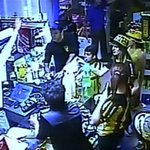 Hinchas de Peñarol saquearon una estación de servicio de Paysandú VIDEO https://t.co/c1EKDRqM7I http://t.co/QkD7DyYdJc
