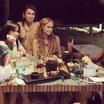 Seperti ituu.. RT @Metro_TV: [Populer] Syahrini Makan Malam dengan Paris Hilton di Bali http://t.co/g7KrnKUnwd http://t.co/5O01cs8ls2