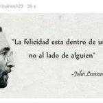 """Mientras tanto Julio Ríos aprovecha el entretiempo para citar a John Lennon. Nos explotó el bizarrometro. http://t.co/SwneRnFyEm"""""""