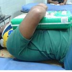 Lo atropella una Moto, lo llevan al hospital pero no soltó los pañales hasta que llegó la familia, reporta @LaMaca27 http://t.co/HRl6LFNsBY