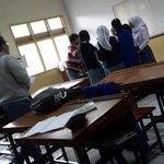 """hajar ay """"@achanJKT48: Laagi pada ribet sama guru nih aku sih diem aja d belakang nntn merka ribut lucu haahhahhahha http://t.co/07YccT9nBQ"""""""