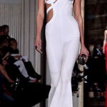 #KarlieKloss frees her nipple at #Versace's haute couture spring show in Paris! http://t.co/IlfhKoAJyc
