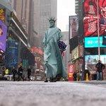 【画像】大吹雪のニューヨーク。街に自由の女神が現れる http://t.co/JXO2MK4hO6 http://t.co/i4CIaiAS0b