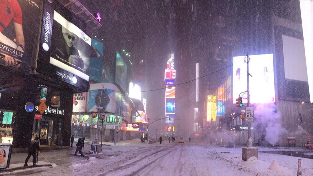 Així estava Times Square fa una hora http://t.co/XPJ7FrPDgh (foto: @XaviGagu) http://t.co/R4fORkHW7h