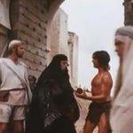 -Una limosnita para un ex-leproso -¿EX-leproso? -Sí, vino Jesús y me curó, así, sin pedir permiso, tenia trabajo fijo http://t.co/T5x50AbLw2
