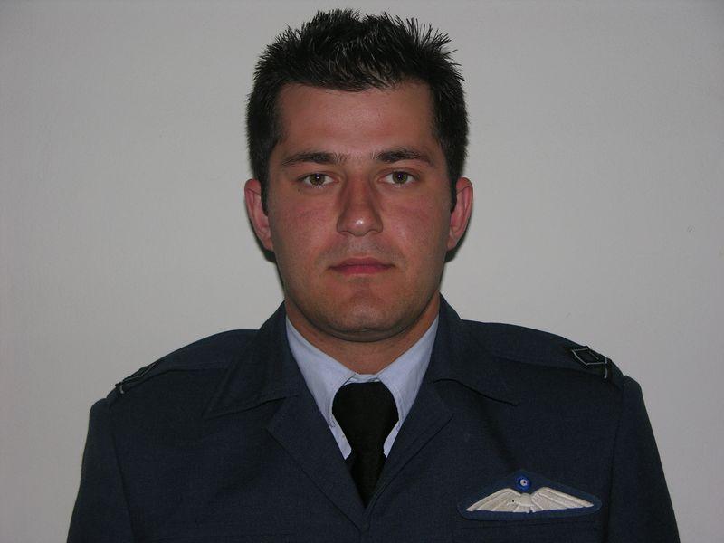 Σμηναγός Αθανάσιος Ζάγκας, 31 ετών 1128 ώρες πτήσης στο ενεργητικό του. Σκοτώθηκε χθες στην #Albacete Ισπανίας #F16 http://t.co/qvIlINaWC3