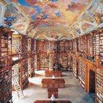 書籍『世界の美しい図書館』- 紀元前の遺跡から、最新鋭の名建築まで100館を紹介 http://t.co/kdS5d7Vwa0 http://t.co/qLP4O07HKY