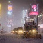"""Up to 18"""" on Long Island, but just 6.3"""" in Central Park. How much more? Northeast updates: http://t.co/rrbOZCjIVs http://t.co/UZJ5yDAVli"""