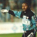 Era ídolo en Vallecas, en el fútbol. Ahora WIlfred ya es leyenda. El cáncer pudo con el nigeriano. #DescansaWilly http://t.co/6eLPIoiTHO