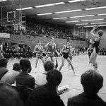 Player who shoots? My father... :) RT @fcb_basketball Bereits vor 46 Jahren war @union_olimpija zu Gast beim #FCBB http://t.co/qHnkvdlwPi
