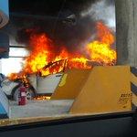Corredor Sur: imagen del vehiculio incendiado http://t.co/GSn7KJqIq9