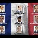 Se ha procedido al levantamiento de los cadáveres. Estos son los 9 militares franceses fallecidos. DEP #AccidenteF16 http://t.co/8K1jBDYYDi