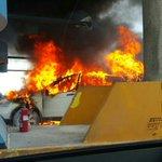 Se incendia auto en peaje de Corredor Sur. http://t.co/G2brFOmtro