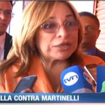 Perredista @BalbinaHerrera acudió a Fiscalía Auxiliar para presentar querella por pinchazos contra Martinelli. http://t.co/MNDCgXmXoE