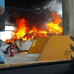Auto se incendia en Corredor Sur, garita de Atlapa. Casetas de vía Israel están inhabilitadas http://t.co/uUEsVYkcUg http://t.co/12Zjd1CzsD