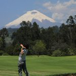 Golf in #Ecuador . Cotopaxi Volcano - Los Cerros Golf Club, Quito. #0Latitud #SB49 #AllYouNeedisEcuador http://t.co/R8Q73Ks8oF