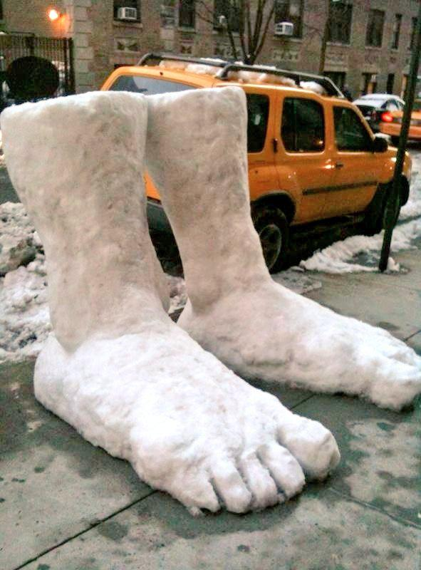 2 feet of snow in New York this morning  #Snowmageddon2015 #blizzardof2015 #juno2015 http://t.co/DS5jd0rJKL