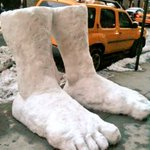 "RT: ""@NYC: 2 feet of snow in New York this morning #Snowmageddon2015 #blizzardof2015 #juno2015 http://t.co/5PBaTA4lTI"" @RobCaggiano ????❄️"