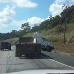 Manejar con precaución de La Ciudad hacia el Oeste en estos momentos en la Via Centenario @tvnnoticias @Traficologo http://t.co/WKcwsBl7Mm