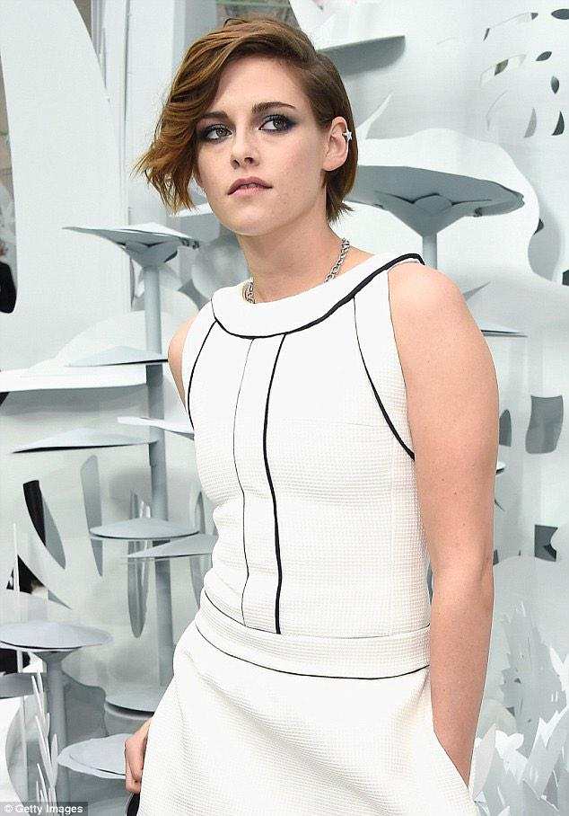 #Chanel has confirmed #KristenStewart to star in brand's handbag campaign, shot by Karl Lagerfeld & out April. #KStew http://t.co/53gipIWJ5c