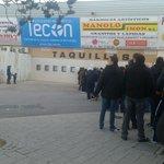 @masquealba Cola en el Belmonte para conseguir la entrada para el partido del sábado #JuntosLoConseguiremos #AupaAlba http://t.co/bfz6PloxUb