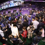 30 minutes until #SBMediaDay kicks off and Tom Bradys already drawing a crowd... http://t.co/kNnD5s0IGT