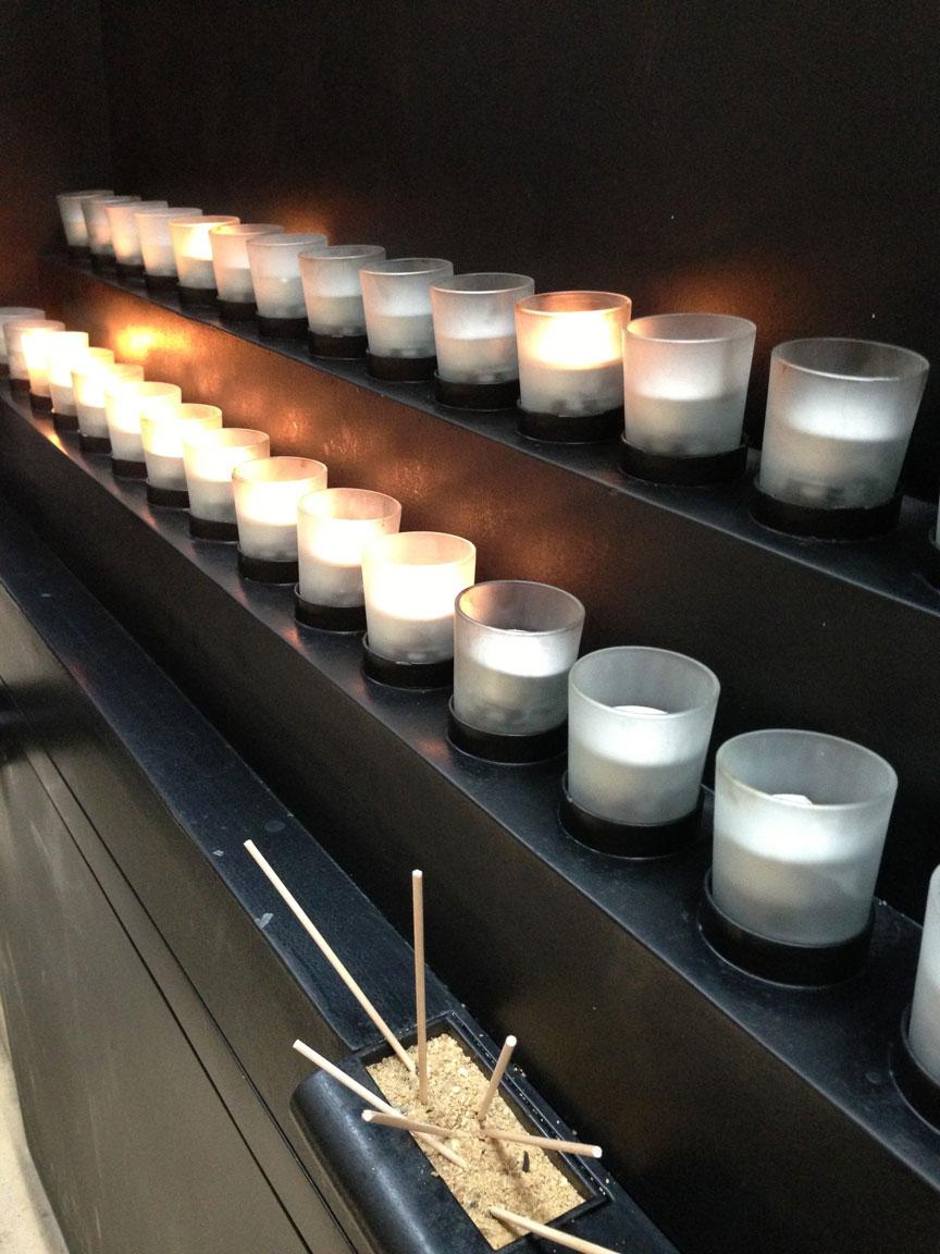 70th anniv of liberation of Auschwitz. We must never forget. (Photo: Candles from today's ceremony @HolocaustMuseum) http://t.co/TpufcBo5aW