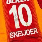 @KJ_Huntelaar Deze komt eraan! Voor t Ajaxshirt moet ik nog even in de verhuisdozen duiken???? #supportershome @afcAjax http://t.co/WqVmt3vf4I