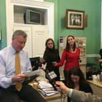 Mayor de Blasio just performed a dramatic reading of The Onion snow story in Room 9. @deBlasioNYC http://t.co/IjWQ8hXevU