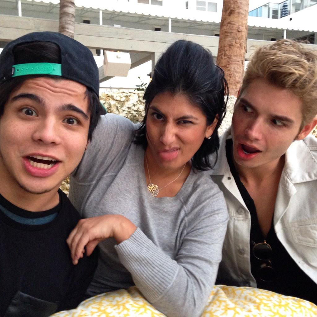 Chillin with this crew @ChristianAcosta @villalobossebas at the @ThompsonMiami ❤️❤️❤️ http://t.co/vvKw4iVmuP
